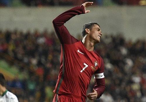 Ronaldo sut hong penalty khien DT Bo Dao Nha thua Bulgaria hinh anh