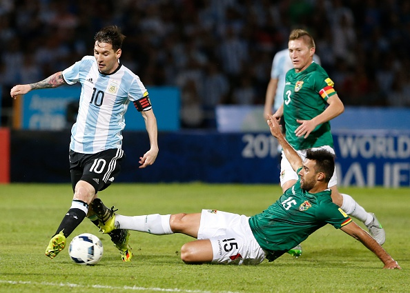 Messi ghi ban penalty, DT Argentina co chien thang 2-0 hinh anh 1