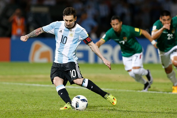 Messi ghi ban penalty, DT Argentina co chien thang 2-0 hinh anh 6