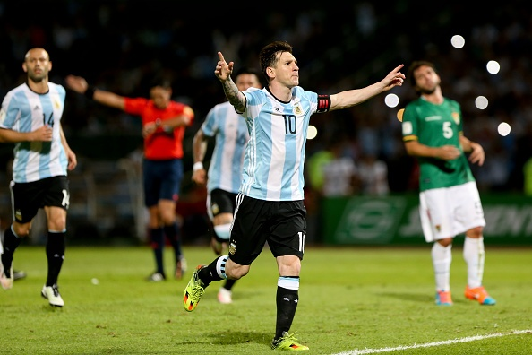 Messi ghi ban penalty, DT Argentina co chien thang 2-0 hinh anh 10