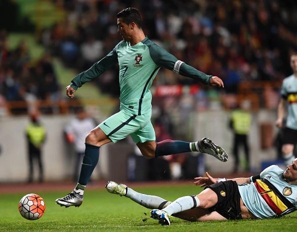 Ronaldo giup Bo Dao Nha thang doi tuyen so mot the gioi hinh anh 6