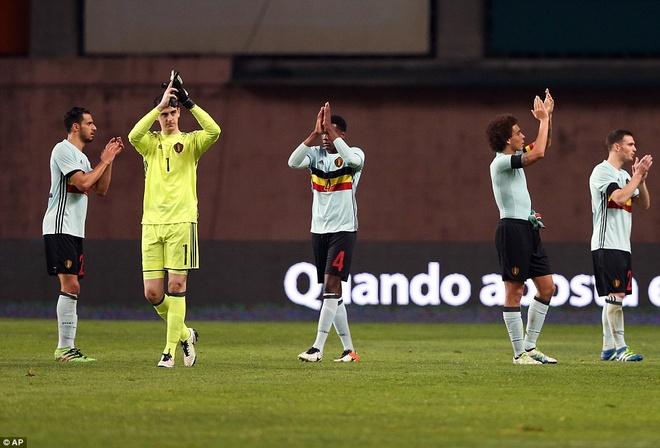 Ronaldo giup Bo Dao Nha thang doi tuyen so mot the gioi hinh anh 9