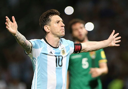 Messi ghi ban penalty, DT Argentina co chien thang 2-0 hinh anh