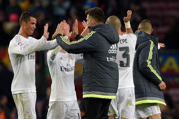 Ronaldo coi do an mung tran thang Barca hinh anh 3
