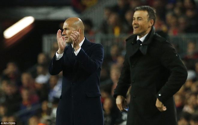 Ronaldo coi do an mung tran thang Barca hinh anh 11