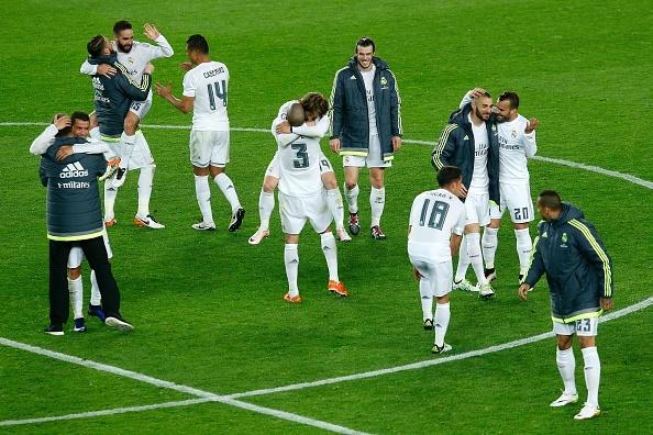 Ronaldo coi do an mung tran thang Barca hinh anh 1