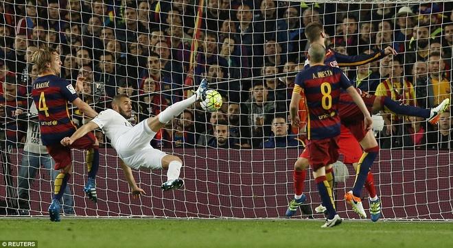 Ronaldo coi do an mung tran thang Barca hinh anh 7