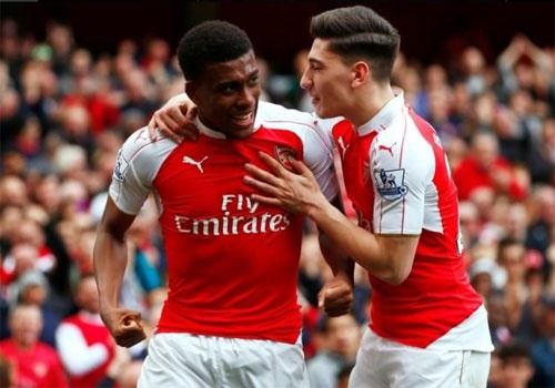 West Ham 3-3 Arsenal: Carroll lap hat-trick hinh anh 2