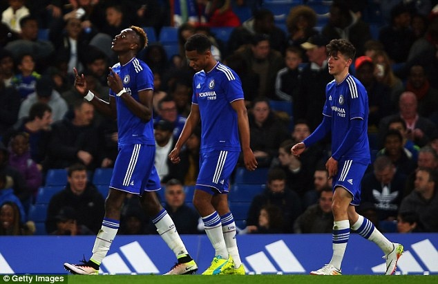 Doi tre Chelsea san bang ky luc cua U18 MU hinh anh 1