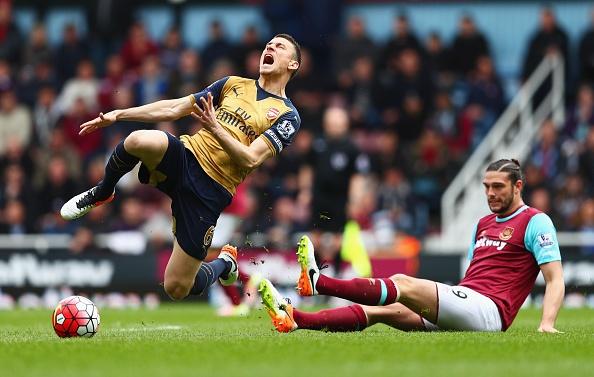 West Ham 3-3 Arsenal: Carroll lap hat-trick hinh anh 9