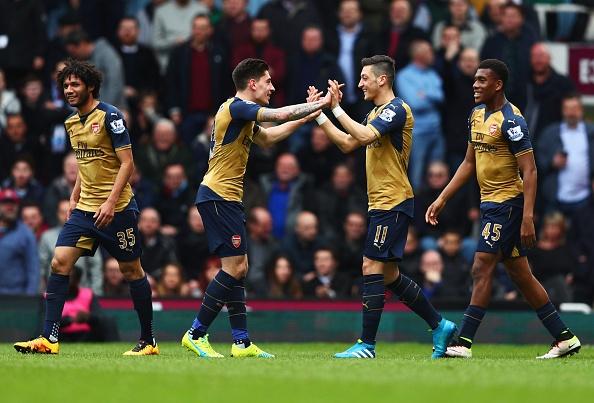 West Ham 3-3 Arsenal: Carroll lap hat-trick hinh anh 10