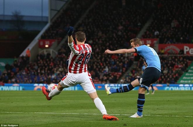 Kane giup Tottenham de doa vi tri so 1 cua Leicester hinh anh 2