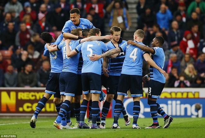 Kane giup Tottenham de doa vi tri so 1 cua Leicester hinh anh 3