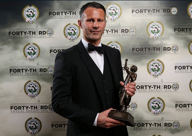 Giggs doat giai cong hien nam 2016 anh 1