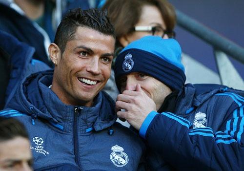 'Ronaldo khong phai dua tre de doi ra san' hinh anh