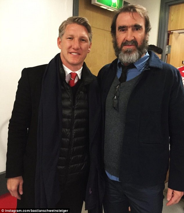 Eric Cantona khien san Old Trafford them nao nhiet hinh anh 8