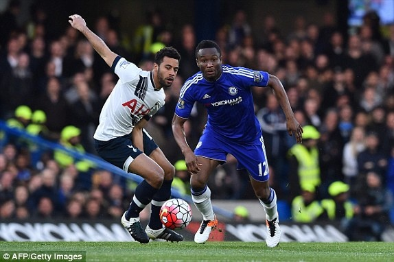 Chelsea hoa Tottenham 2-2, Leicester vo dich ngoai hang Anh hinh anh 5