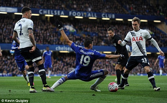 Chelsea hoa Tottenham 2-2, Leicester vo dich ngoai hang Anh hinh anh 7