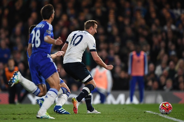 Chelsea hoa Tottenham 2-2, Leicester vo dich ngoai hang Anh hinh anh 8