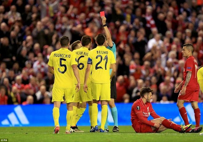 Trong tai bi chi trich vi nhe tay voi Liverpool hinh anh 1