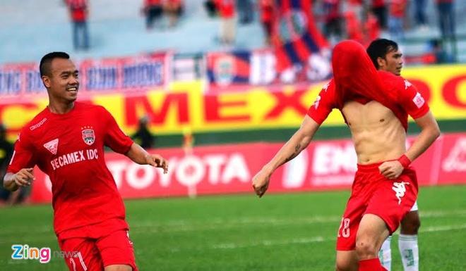 B.Binh Duong vs HAGL (5-0): Cong Vinh lap cu dup hinh anh 9