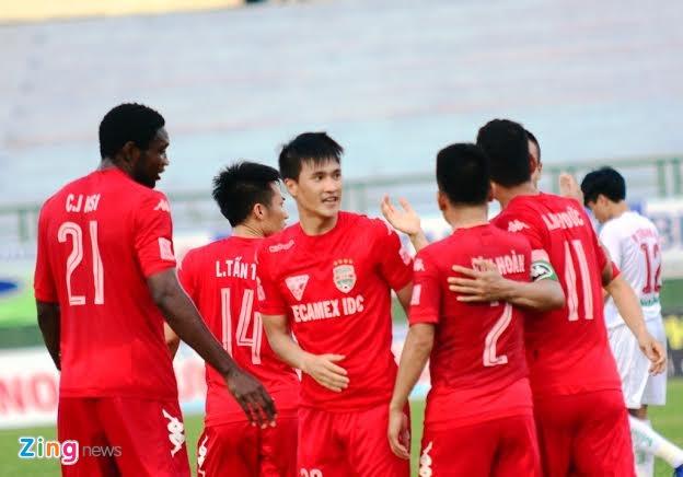 B.Binh Duong vs HAGL (5-0): Cong Vinh lap cu dup hinh anh 10