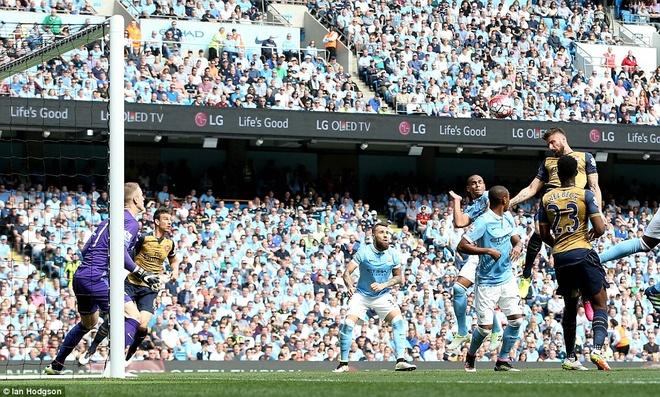 Arsenal hoa Man City 2-2, giup MU rong cua lot top 4 hinh anh 5