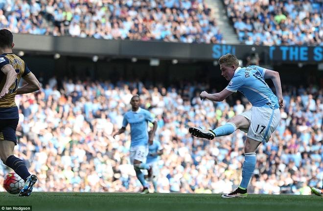Arsenal hoa Man City 2-2, giup MU rong cua lot top 4 hinh anh 8