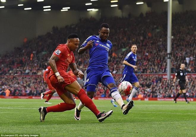 Liverpool thoat thua truoc Chelsea nho ban thang phut bu gio hinh anh 5