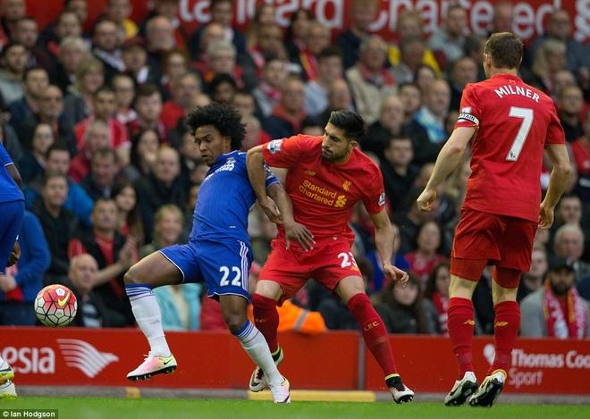 Liverpool thoat thua truoc Chelsea nho ban thang phut bu gio hinh anh 6