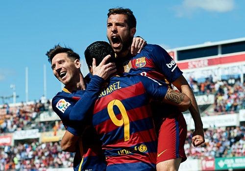 Granada vs Barca (0-3): Suarez lap hat-trick hinh anh