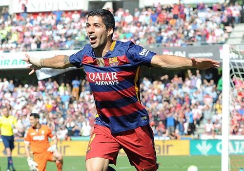 Luis Suarez - nguoi hung trong ngay Barca doat cup hinh anh