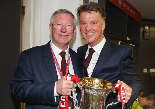 Sir Alex Ferguson chuc mung Van Gaal gianh cup FA hinh anh
