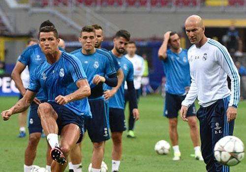 Zidane chuyen cho Ronaldo tap dut diem truoc tran chung ket hinh anh
