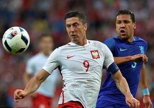 Doi tuyen cua Lewandowski thua Ha Lan 1-2 truoc EURO hinh anh