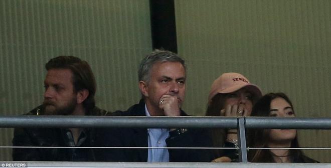 Mourinho chung kien cau thu MU giup DT Anh thang BDN 1-0 hinh anh 1