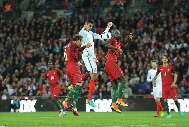 Mourinho chung kien cau thu MU giup DT Anh thang BDN 1-0 hinh anh 13