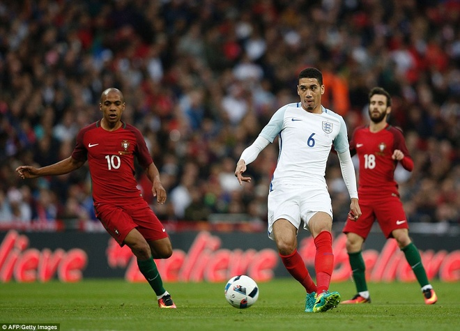 Mourinho chung kien cau thu MU giup DT Anh thang BDN 1-0 hinh anh 2