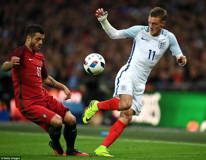 Mourinho chung kien cau thu MU giup DT Anh thang BDN 1-0 hinh anh 5