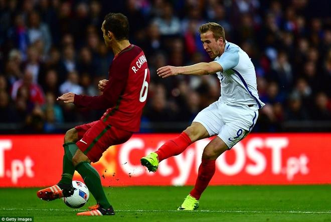 Mourinho chung kien cau thu MU giup DT Anh thang BDN 1-0 hinh anh 6