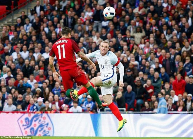 Mourinho chung kien cau thu MU giup DT Anh thang BDN 1-0 hinh anh 9