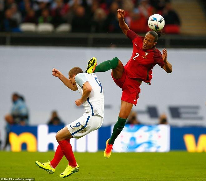 Mourinho chung kien cau thu MU giup DT Anh thang BDN 1-0 hinh anh 10