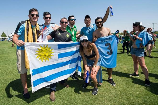 Uruguay vs Mexico (1-3): Trong tai rut 2 the do, 6 the vang hinh anh 3
