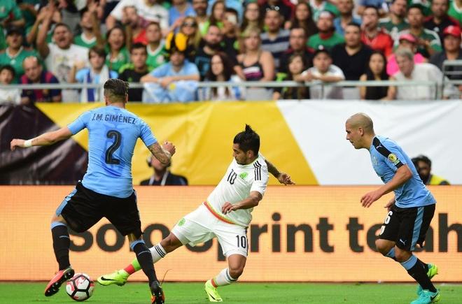 Uruguay vs Mexico (1-3): Trong tai rut 2 the do, 6 the vang hinh anh 12