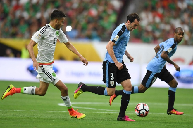 Uruguay vs Mexico (1-3): Trong tai rut 2 the do, 6 the vang hinh anh 13