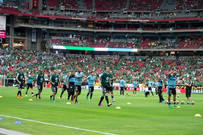 Uruguay vs Mexico (1-3): Trong tai rut 2 the do, 6 the vang hinh anh 7