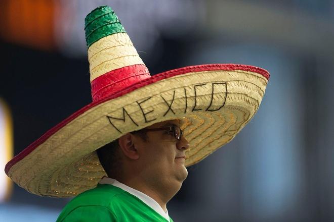 Uruguay vs Mexico (1-3): Trong tai rut 2 the do, 6 the vang hinh anh 8