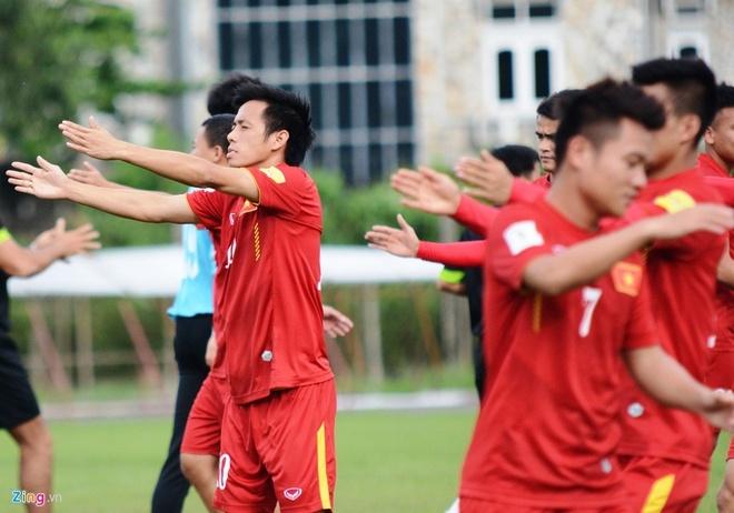 Tran DT Viet Nam vs DT Singapore anh 8