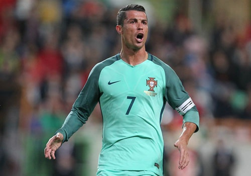 Ronaldo xuat sac nhung khong the thieu dong doi hinh anh