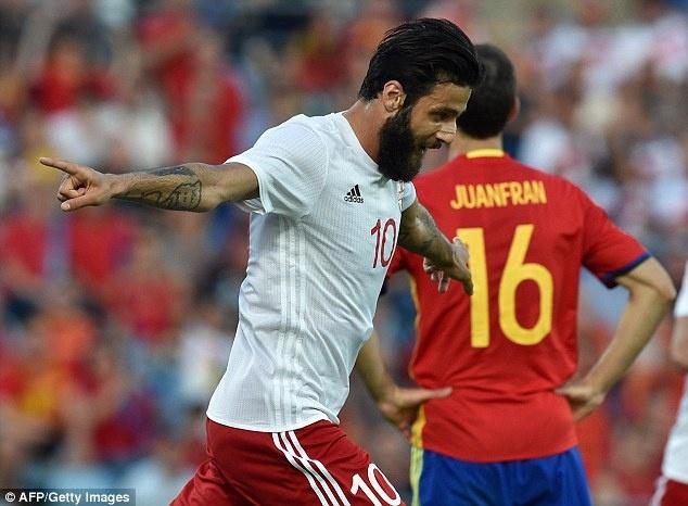 Nha vo dich Tay Ban Nha thua doi thu kem 131 bac truoc Euro hinh anh 4